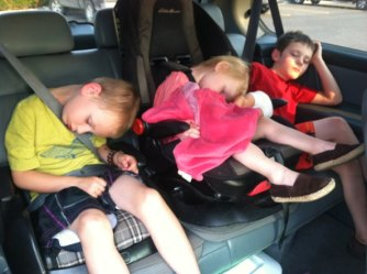 Kids-Sleeping-In-Car_f_improf_593x443